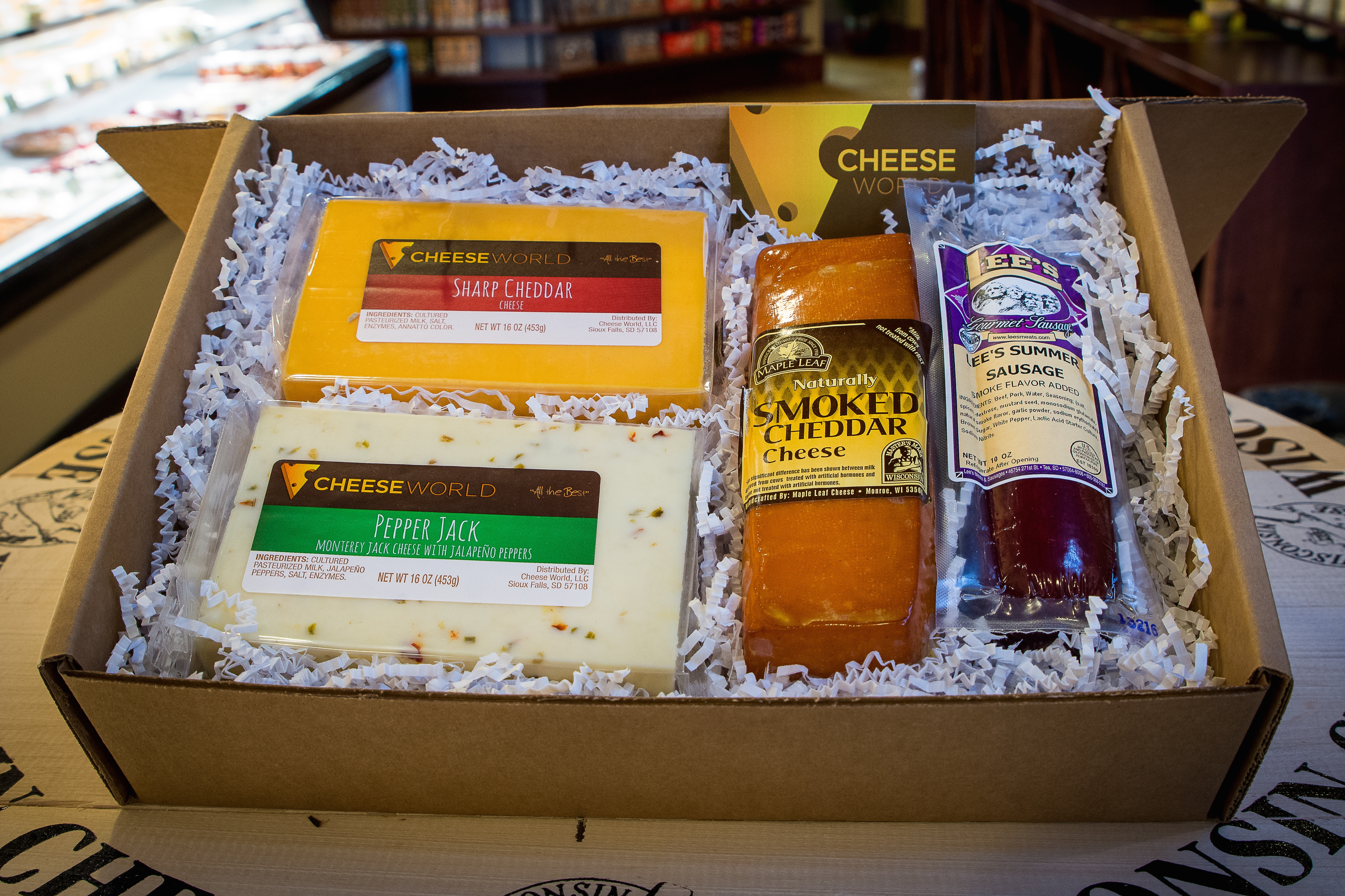 hearty flavors gift box cheese world